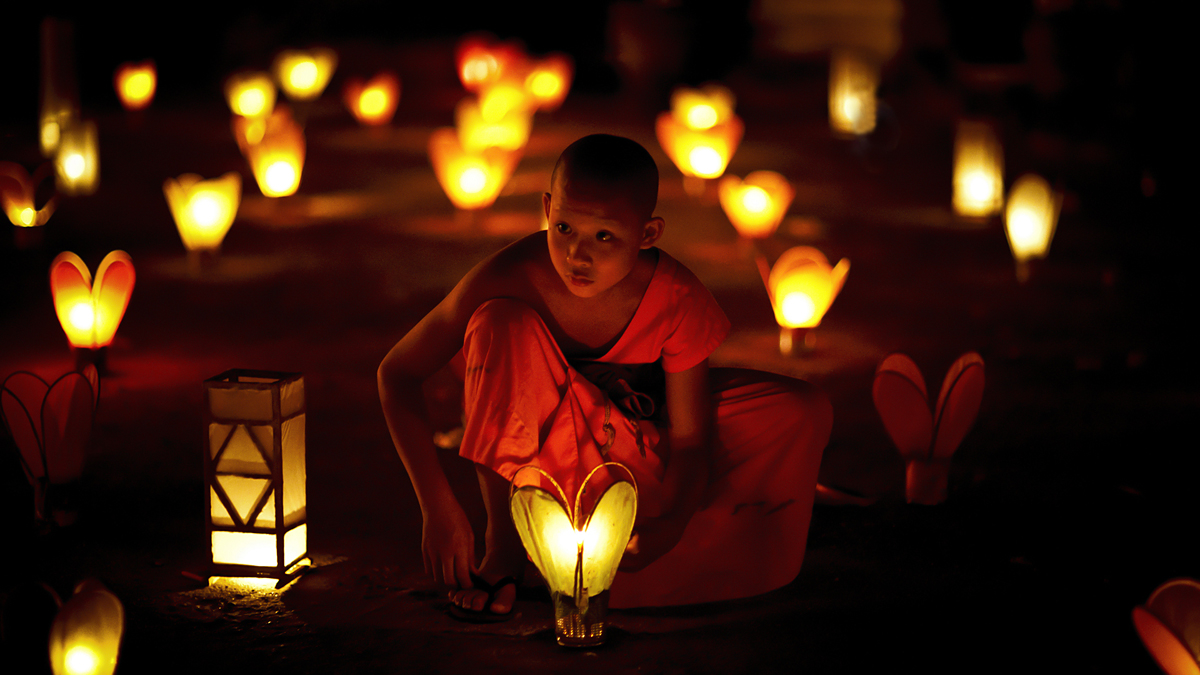 Buddhist candles light