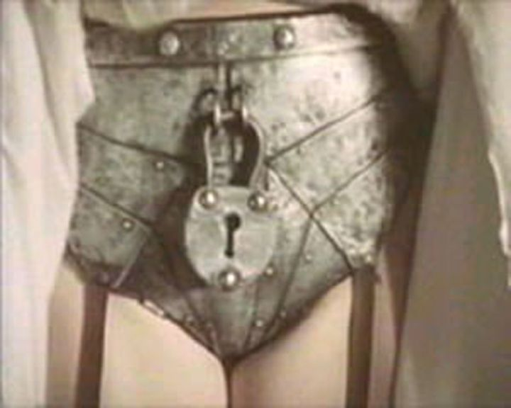 Chastity belt with heavy lock