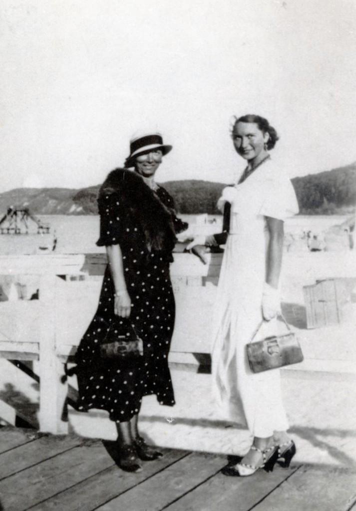 Elza Huiffner with mother