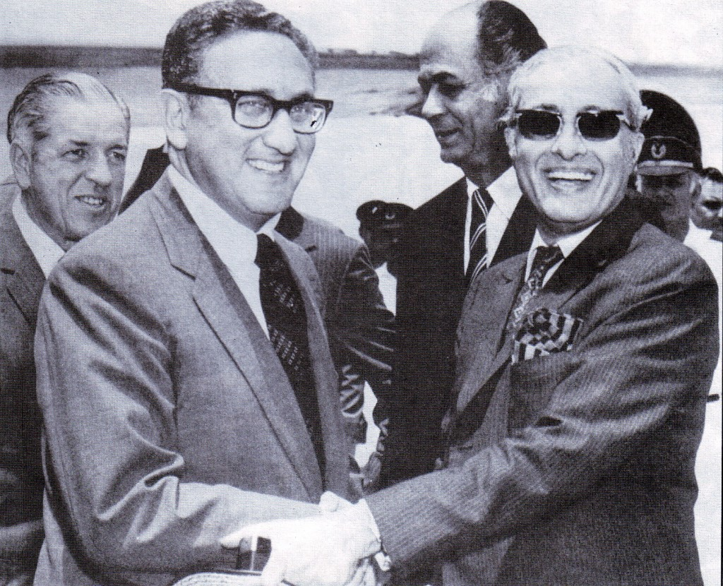 Joseph S Farland with Henry Kissinger