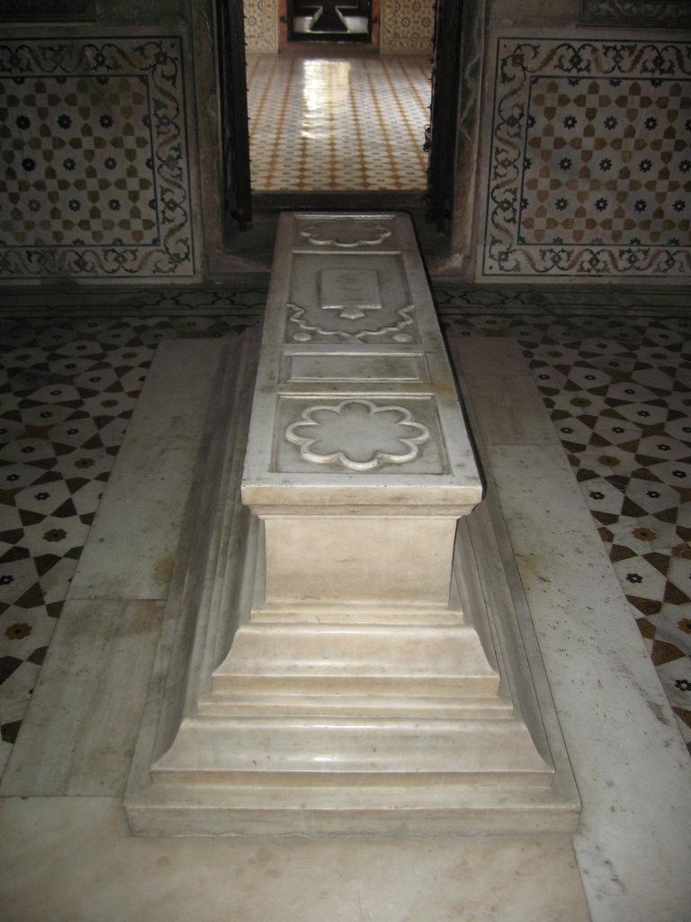 Ladli Begum tomb