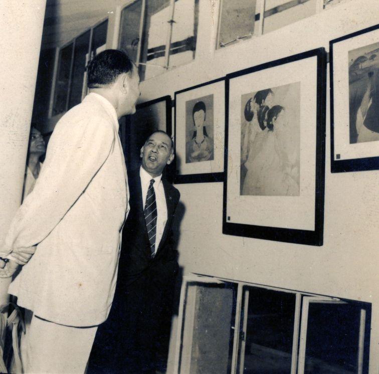 President Ayub Khan sees Chughtai works