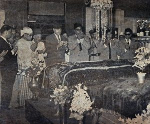 president-ayub-says-fateha-at-grave-of-bahadur-shah