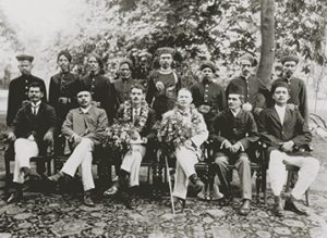 sir-cecil-burns-sitting-in-centre-1903