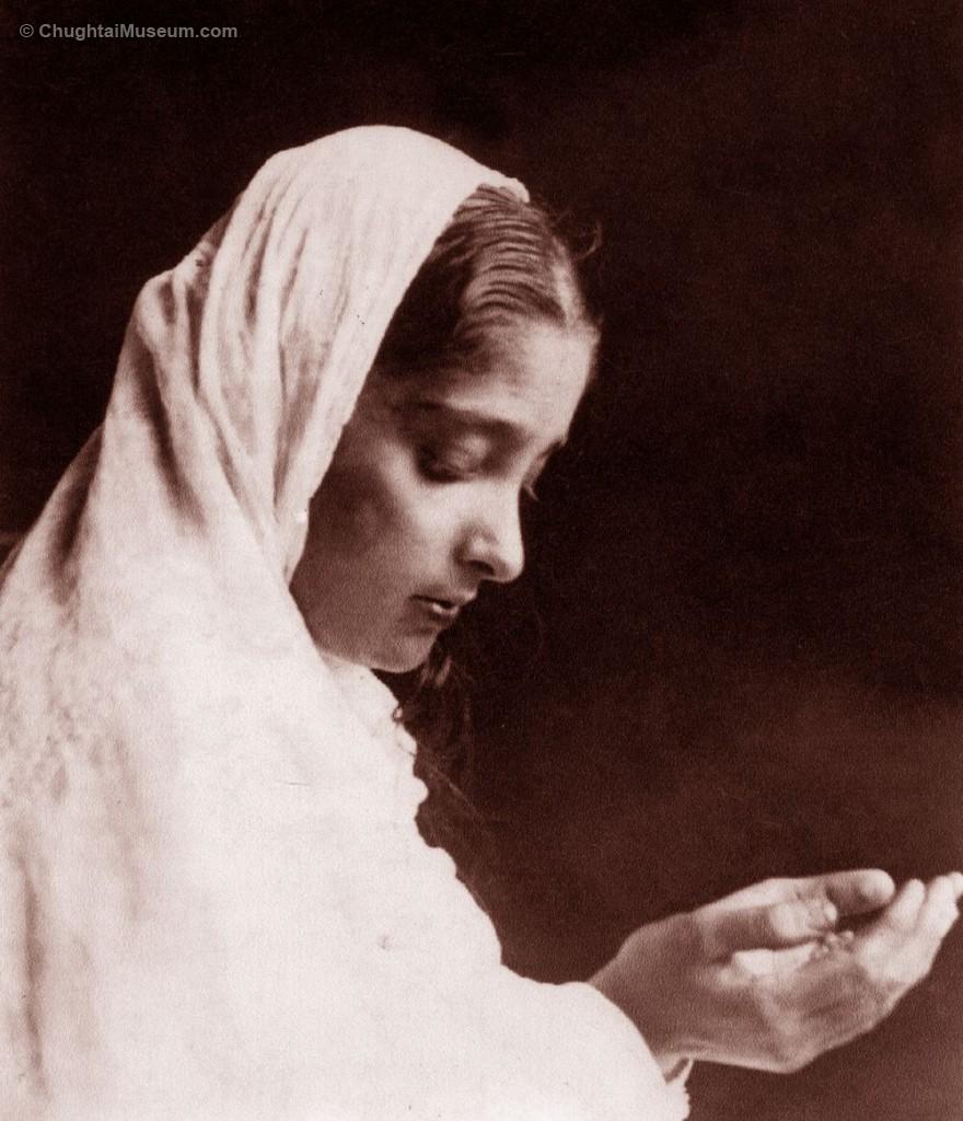 Wazeerunnisa posing as Nur Jahan