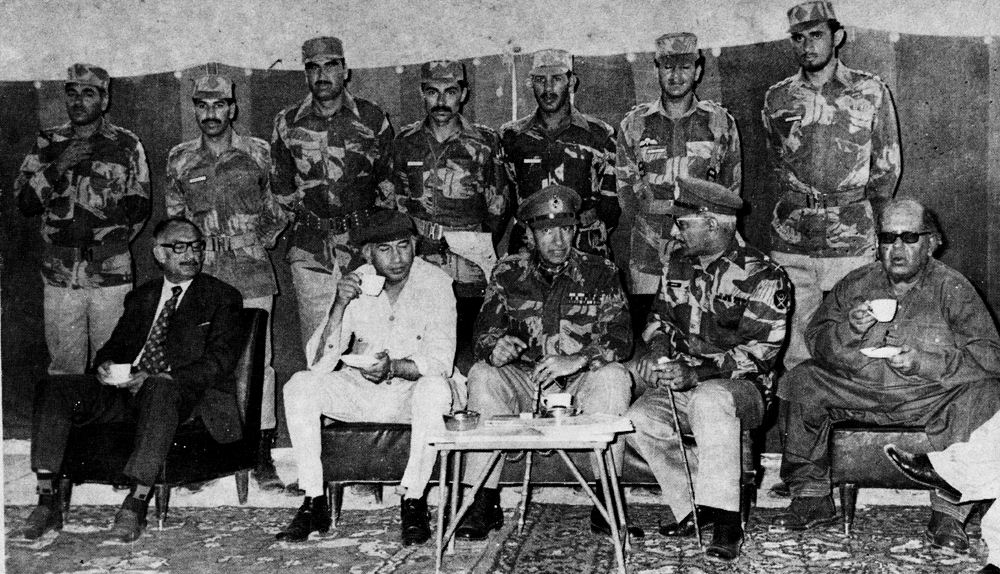 Z A BHUTTO WITH COMMANDOS 1975 KOHLU